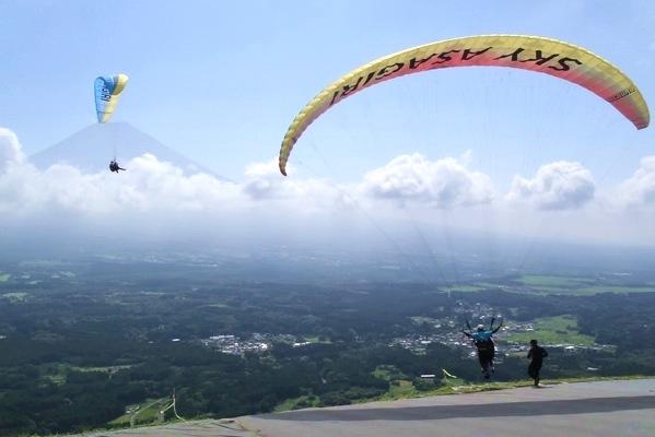【静岡・朝霧高原・パラグライダー】自力で飛ぶ爽快感と、最高の絶景!両方楽しむ欲ばりセットプラン!