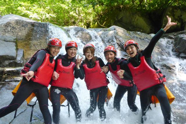 【群馬・みなかみ・半日・キャニオニング】轟々と流れる滝を遊び尽くす!みなかみでキャニオニングを体験