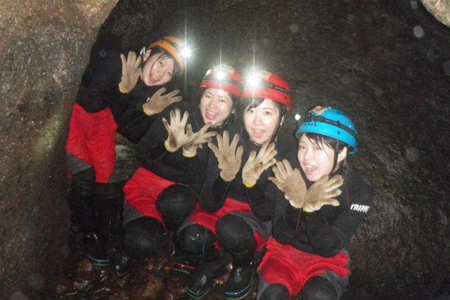 【岐阜・ケイビング】ブラックウォーターシャワーケイビングを満喫!地底の神秘を目指す、半日の大冒険!