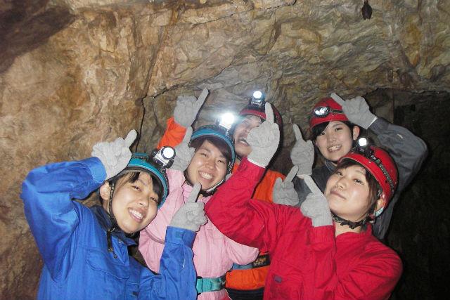 【岐阜・ケイビング】川と洞窟の大冒険!ケイビング&ダッキー(半日)