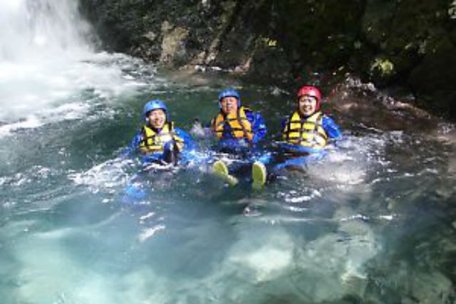 【長野・白馬・シャワークライミング】白馬エリア最大級の滝つぼへ!渓流遊びを極めるチャレンジプラン