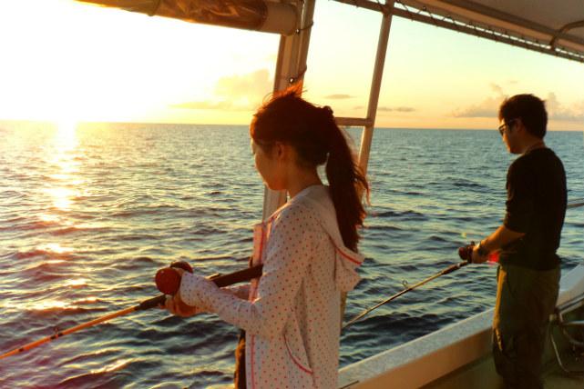 【沖縄県石垣島・釣り・サンセット】ロマンチックな夕景に感動!癒しの海釣り体験