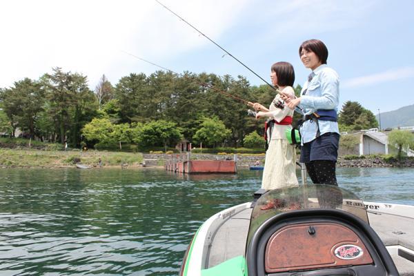 【1日体験】世界遺産の富士山を眺めながら♪河口湖で大満足のバス釣り体験★写真プレゼント
