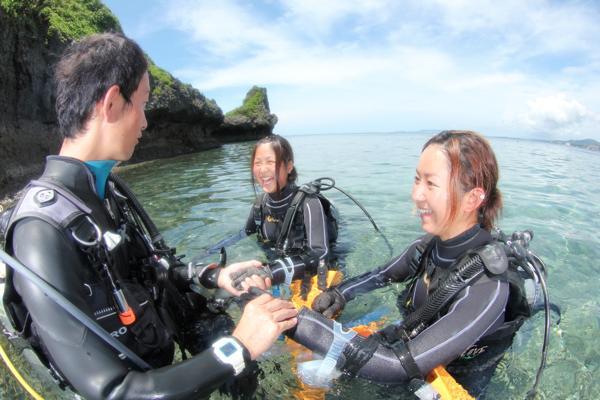 【沖縄・恩納村・体験ダイビング】貸切のプライベートツアー!真栄田岬で体験ダイビング