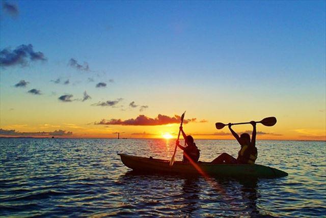 【沖縄・中部・マングローブカヤック・サンセット】海に沈む夕日をカヤックから眺めよう!