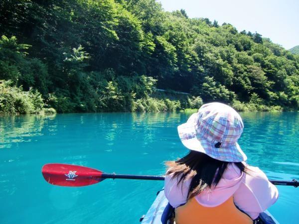 【山梨・本栖湖・カヌー】夏限定!目にも涼しいアクアブルーの本栖湖でカヌー体験