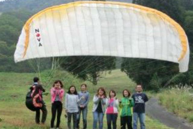 【岐阜・パラグライダー】大空を飛ぶ感動体験!バーベキューも味わえる満足プラン