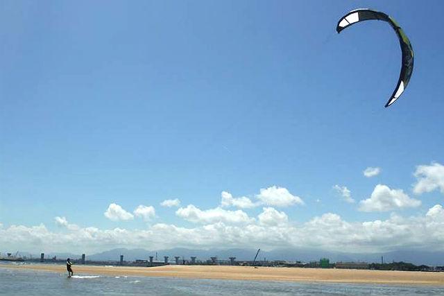 【愛知・東海市・カイトサーフィン】海上でふわり!カイトサーフィン体験・60分コース
