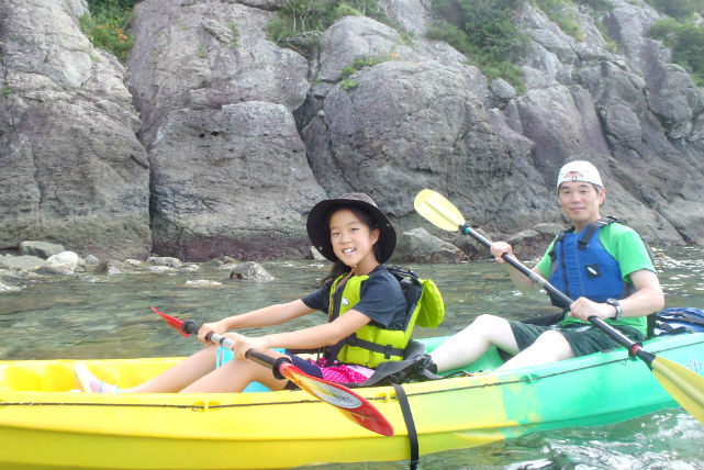 【長崎・平戸・シーカヤック】崖の間をカヤックで冒険!小学生から楽しめる半日シーカヤック