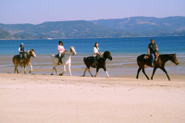【長崎平戸・乗馬体験】乗馬レッスン、人気の千里が浜ビーチコース!★写真プレゼント