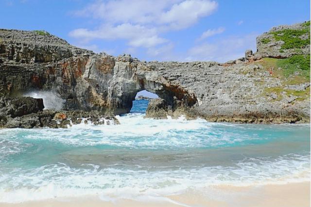 【半日】砂浜には約1,500年前の準化石!東洋のガラパゴス・南島に上陸