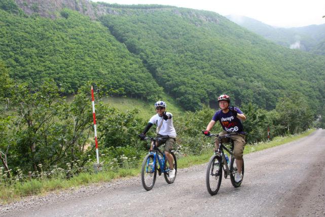 【北海道知床・MTB】マウンテンバイク経験者歓迎!温泉水が流れるカムイワッカの滝ツアー