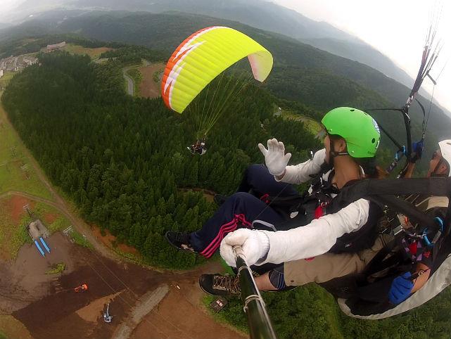 【福井県・タンデムフライト】プロのパイロットと2人乗りで、四季折々の空の魅力を感じる