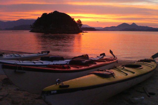 【長崎・佐世保・シーカヤック】 無人島と夕陽が生む絶景!サンセットツアー(貸切)
