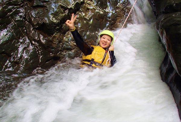 【富良野・キャニオニング】天然のウォータースライダーや、滝壺にダイブ!富良野でキャニオニング体験