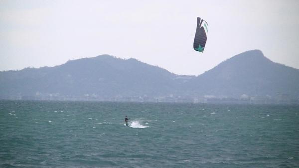 【1日】充実の品ぞろえ★カイトサーフィン体験をエンジョイ!