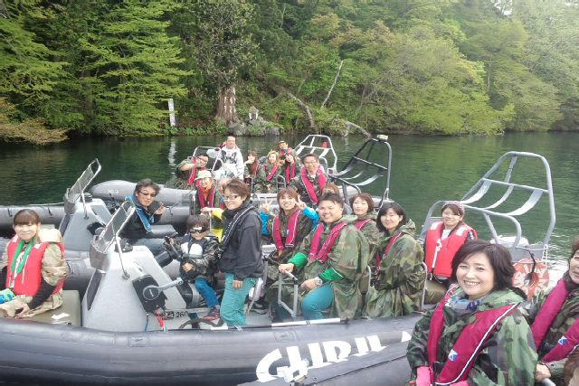 【青森県・十和田湖・RIB】軍用ゴムボートに乗って、十和田湖を疾走!RIBツアー