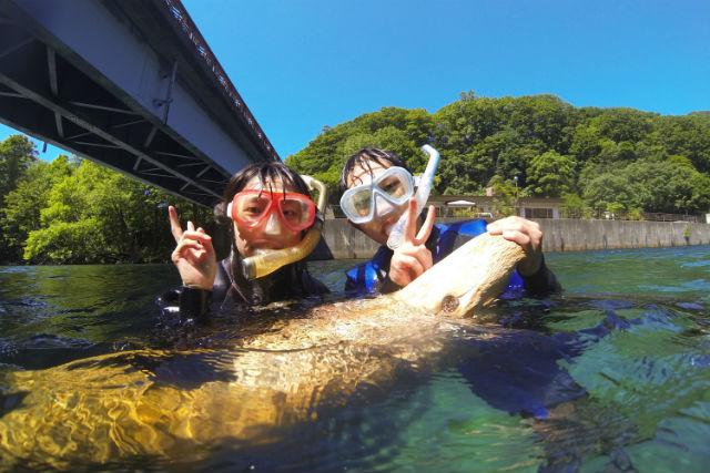 【北海道支笏湖・リバーシュノーケリング】9年連続水質日本1位!支笏湖水底の景色を眺めよう!