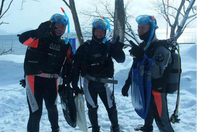 【北海道支笏湖・アイス体験ダイビング】冬のアイスダイビング!9年連続水質日本1位の、透明な湖に潜ろう