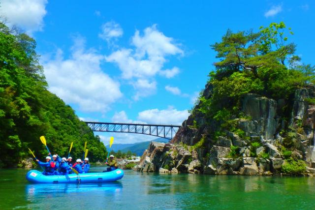 【岐阜・ラフティング・半日】伝説の岩を目指す木曽川ラフティング!