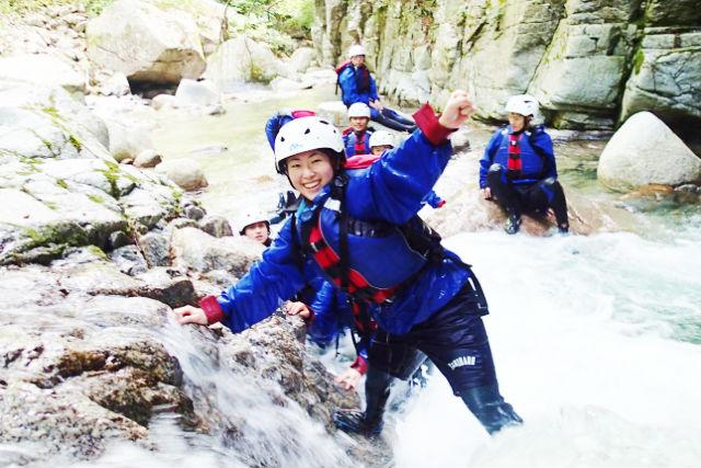 【1日・ランチつき】渓谷をたっぷり満喫★シャワークライミング&キャニオニング体験!