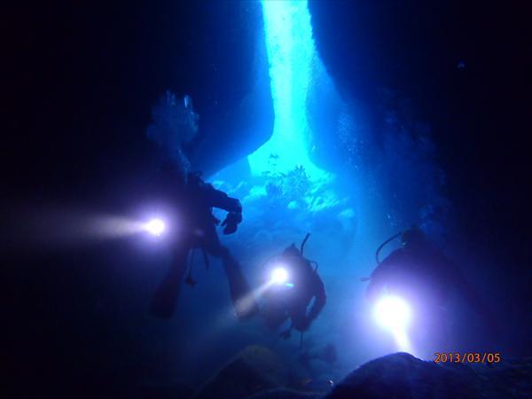 【経験者のみ】海底に広がる巨大迷路!人気の雲見でファンダイビング