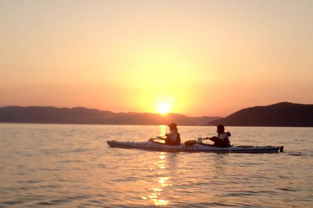 【香川・シーカヤック・サンセット】瀬戸内海に沈む夕陽をカヤックから眺めよう!