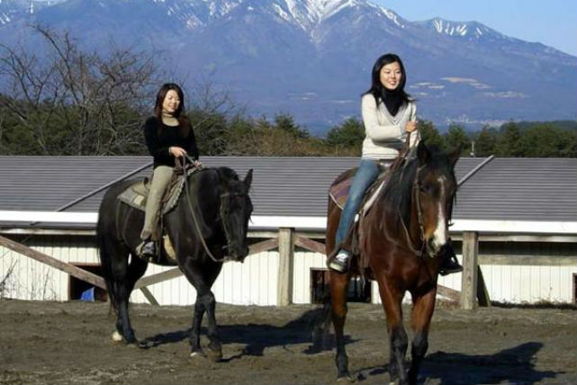 【山梨・ホーストレッキング・外乗】馬の背に揺られて、のんびりと森林浴!60分ホーストレッキング