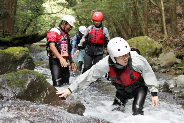 【伊豆・キャニオニング】澄んだ水が美しい!滑沢渓谷でキャニオニング体験(午前・午後)※ランチ付
