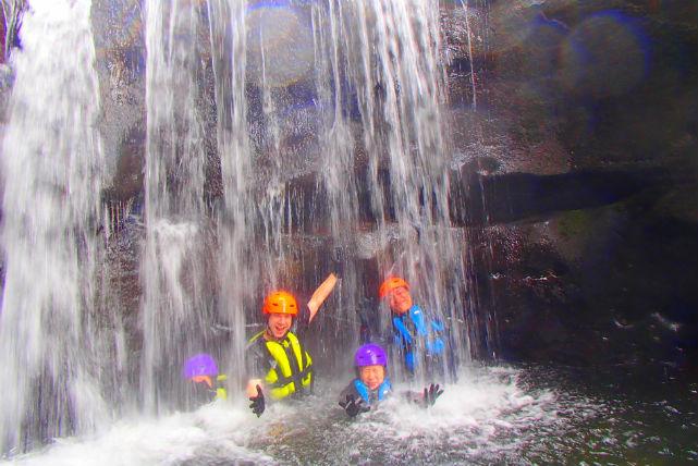【沖縄県西表島・SUP&シャワートレッキング】気分爽快!トレッキングで滝を巡ろう