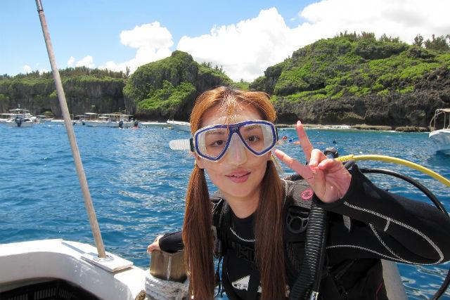 【沖縄・体験ダイビング・1ボート】本島人気No.1!グループ貸切りで行く青の洞窟ツアー