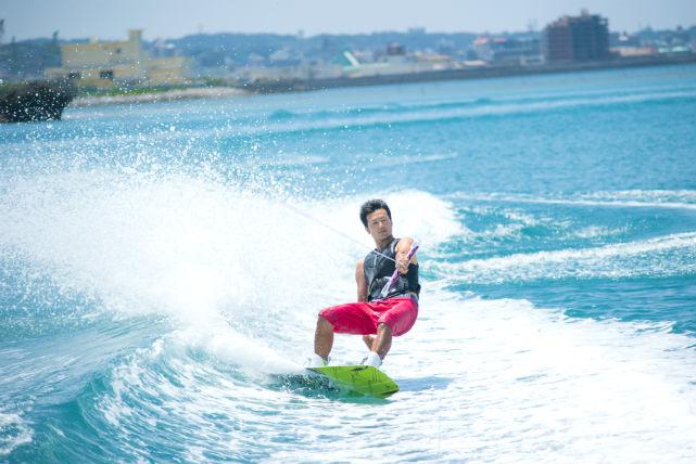 【沖縄県北谷町・ウェイクボード・体験】初めてでも大丈夫!基礎から丁寧に教えます