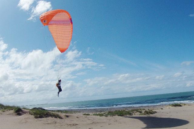 【鳥取砂丘・1日・パラグライダー】好きな時間を組合わせ!鳥取砂丘でパラグライダー体験!★「鳥取砂丘モアイ」プレゼント