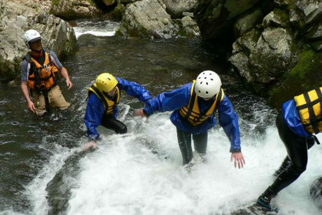 【岐阜県・長良川・キャニオニング】渓谷を楽しむ!沢遊びで長良川を満喫しよう