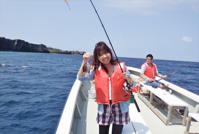沖縄・恩納村・沖釣りツアー(3時間)