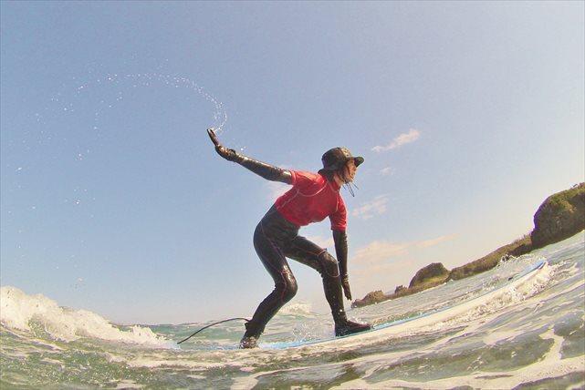 【沖縄・恩納村・初心者向けサーフィン体験】必ず立てる!ロングボードサーフィン体験