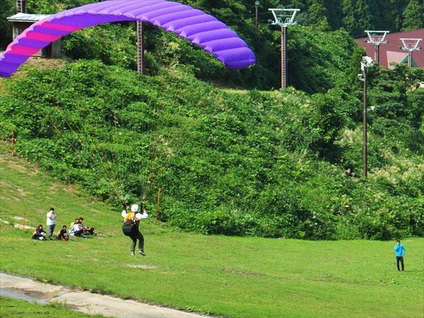 【石川・大倉岳高原・パラグライダー・1日体験】1人で飛ぶ感覚をあじわう!パラグライダー体験コース