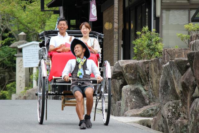 【広島・宮島・人力車・60分貸切】世界遺産の島での贅沢なひと時。人力車・宮島60分コース