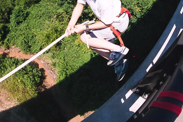 【ニセコ・ブリッジスウィング】ロープ一本で飛び降りよう!ブリッジスウィング(高さ20m)