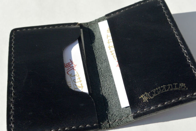 【名古屋・レザークラフト】シンプルな二つ折りデザイン!お好みの革でカードケースを作ろう!