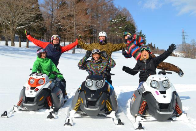 【新潟県苗場スキー場・スノーモービル・60分】万全の講習で初心者も楽しめます!