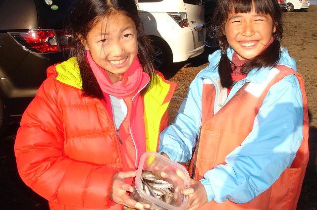 【山梨・山中湖・ワカサギ釣り】暖房付きドーム船で、冬も快適!8人1組ワカサギ釣りプラン