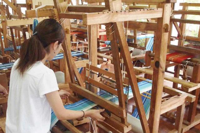 【沖縄・石垣島・機織り体験】伝統工芸「ミンサー手織り」でタペストリーをつくろう!
