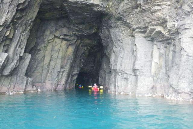 【鳥取・シーカヤック】山陰海岸ジオパークの海で探検カヤック!龍神洞アタックコース