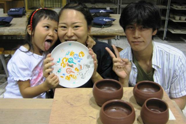 【静岡・伊豆高原・陶芸体験】小さなお子さまも楽しく体験!お皿絵付け