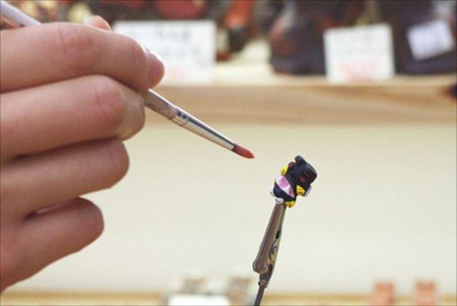 【沖縄那覇・国際通りすぐ】お土産にシーサーのアクセサリーを手作り!