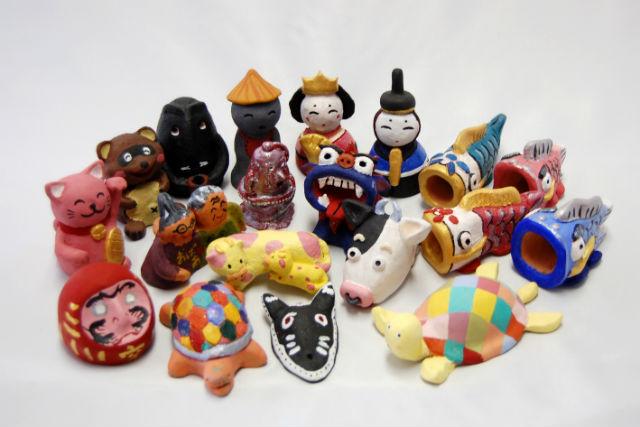 【静岡県八幡野・陶芸体験】素焼き人形に絵付けをして、可愛らしい人形の出来上がり!