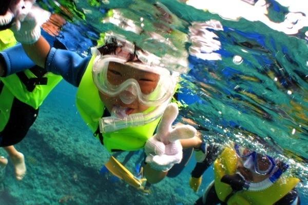 【2時間】5歳からOK!可愛いお魚と青の洞窟シュノーケリング★星の砂プレゼント