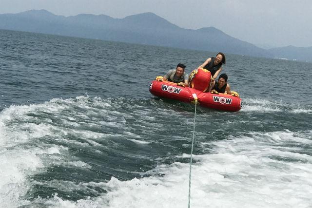 【琵琶湖・ウェイクボード】約1時間で夏満喫!水上バイク体験&チューブ付き3セットプラン