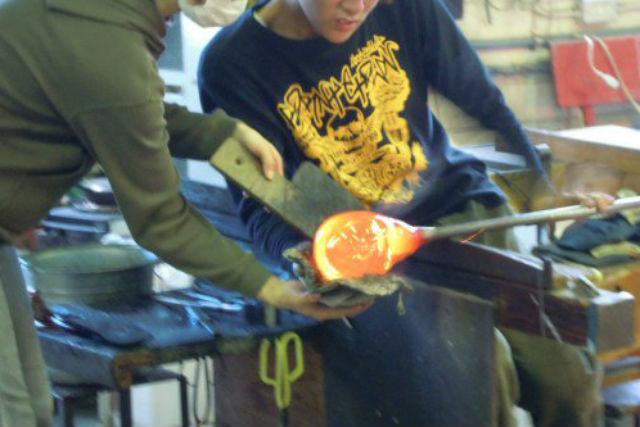 【吹きガラス体験】小さなお子様からOK!能登島でガラス器制作体験